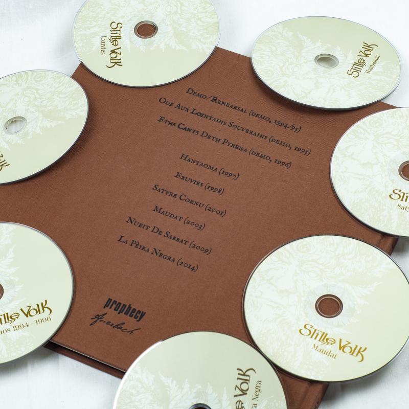 Stille Volk - Los Cants De Pyrène: Two Decades Of Pagan Hymns And Ancient Lore Artbook 7-CD